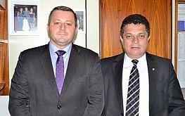 PRESIDENTE DA CÂMARA ENTREGA PROJETOS EM FAVOR DO MUNICÍPIO AO DEPUTADO FEDERAL JOÃO RODRIGUES (PSD)